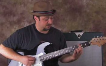 How To Play Smoke On The Water – Beginner Guitar Lessons – Main Riff
